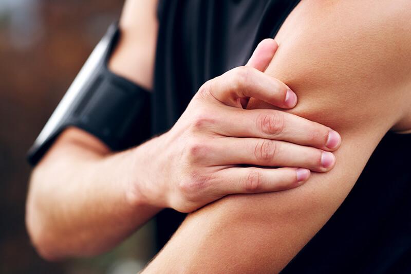 Tập Gym bị đau cơ có nên tập tiếp không? Cách giảm đau cơ