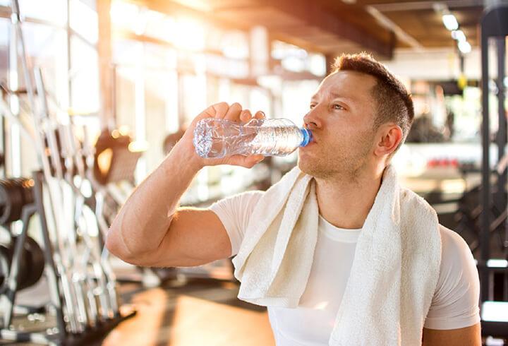 Nước điện giải chứa các ion làm cho cơ bắp hoạt động tốt hơn