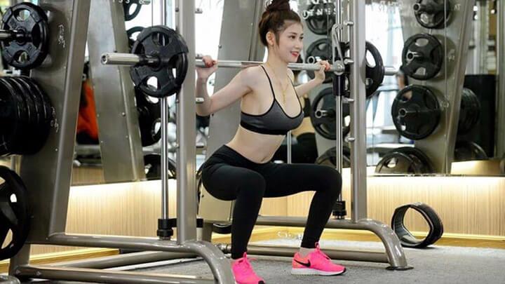 Chị em có vòng 1 khiêm tốn càng cần tập gym để tăng kích cỡ, sẽ gợi cảm hơn