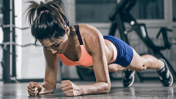 Plank là động tác thể dục phổ biến, có nhiều tác dụng.