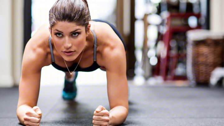 Plank được cho là tốt hơn động tác gập bụng.