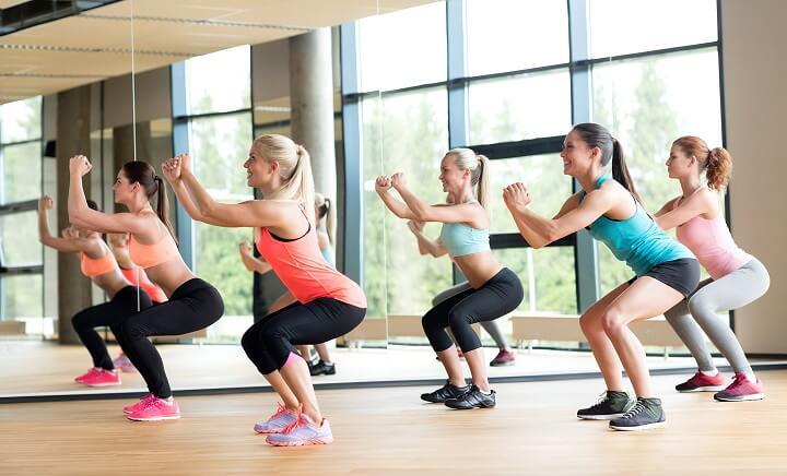 Squat là một trong những bài tập Body weight giúp đốt cháy calo mỡ thừa rất tốt