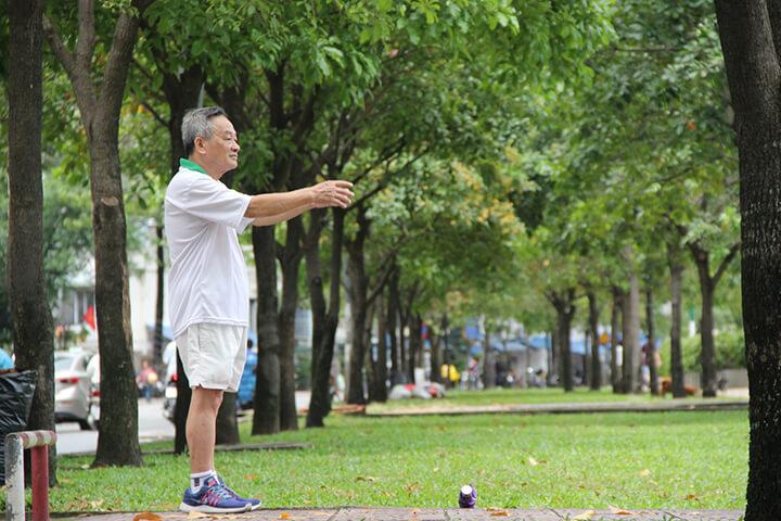 Thường xuyên tập thể dục buổi sáng giúp người già khỏe mạnh, ăn ngon miệng hơn