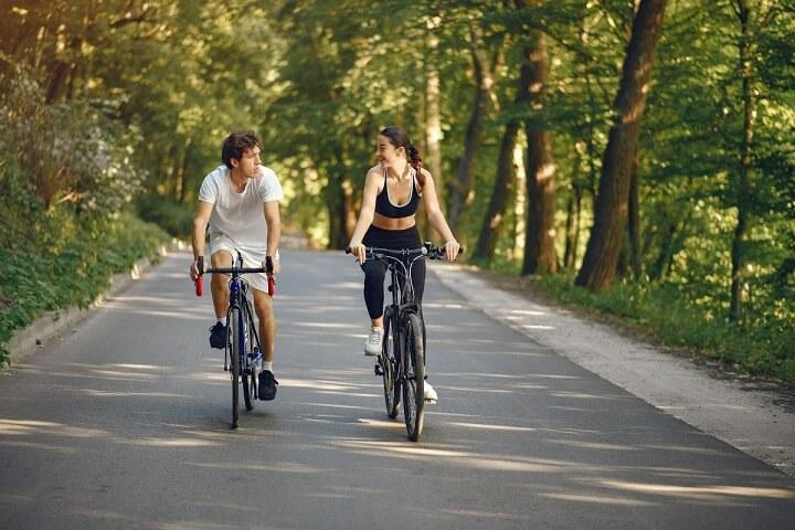 Tập thể dục buổi sáng không khí trong lành là thời điểm lý tưởng để đốt cháy calo, giúp đánh tan mỡ thừa