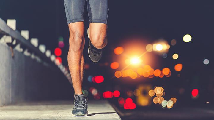 Đi hay chạy bộ là cách tập luyện tốt vào buổi tối