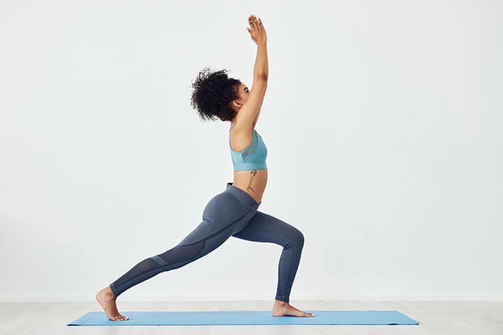 Tư thế Yoga chiến binh 1 rất thích hợp cho bạn đốt cháy mỡ thừa