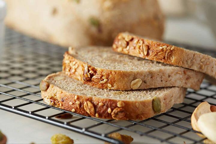 Hàm lượng ngũ cốc trong bánh mì giúp vừa cung cấp sắt vừa cung cấp năng lượng cho cơ thể
