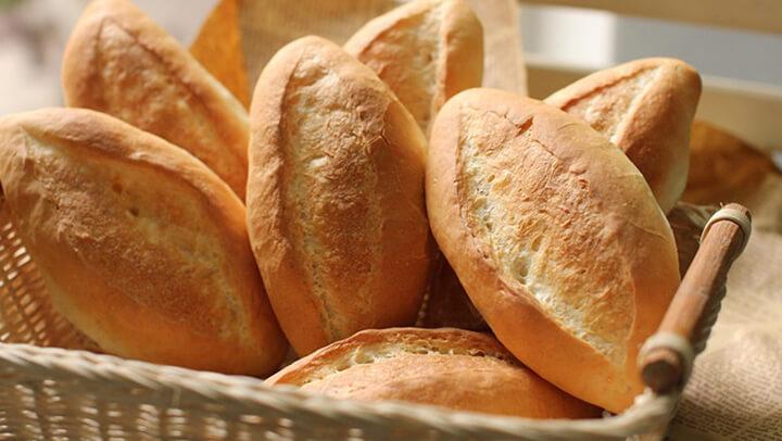 Bánh mì cung cấp vitamin B1 và giàu năng lượng