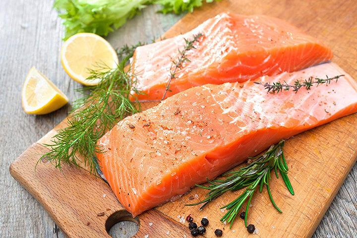 Cá hồi cung cấp nhiều dinh dưỡng cho cơ thể nhưng khá đắt đỏ