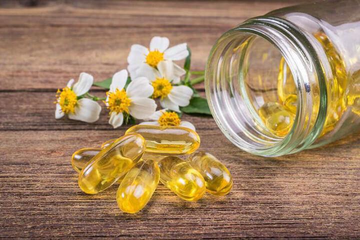Vitamin E là một chất lỏng màu vàng nhạt