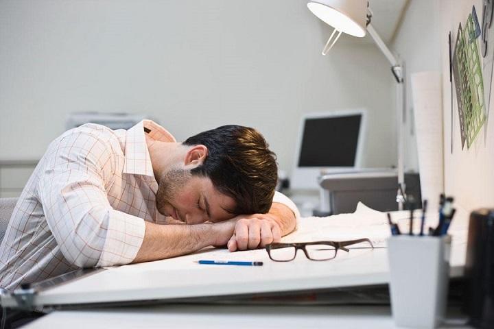 Mệt mỏi, suy nhược tinh thần là những dấu hiệu thường thấy ở người có sức đề kháng kém