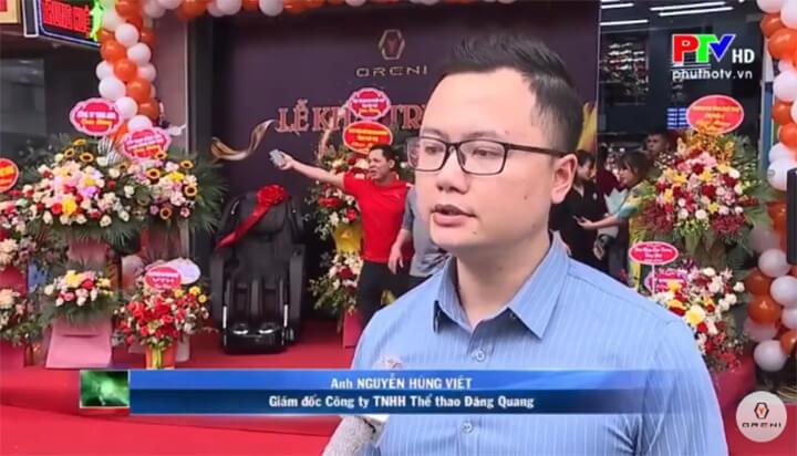 Ông Nguyễn Hùng Việt trao đổi với phóng viên về buổi lễ ra mắt
