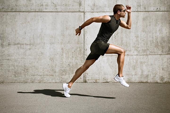 Tiếp đất bằng nửa chân giúp số bước chân mỗi phút được nhiều hơn.