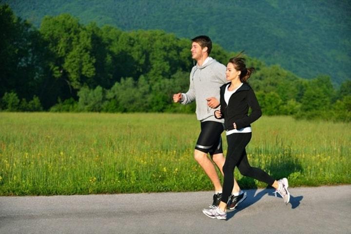 Khi chạy bộ cùng bạn bè giúp bạn nâng cao động lực tập luyện