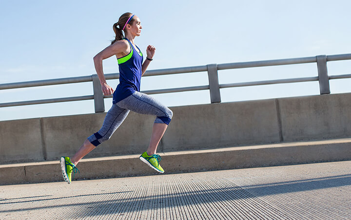 Tư thế chạy nhanh chuẩn giúp tăng hiệu quả chạy tốt hơn.