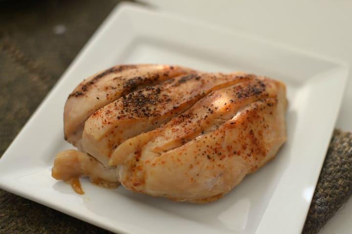 Ức gà chứa lượng calo thấp, hỗ trợ giảm cân hiệu quả
