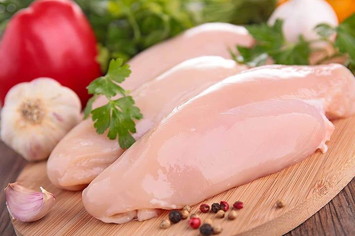 Ức gà là thực phẩm không thể thiếu trong thực đơn giảm cân của các Gymer