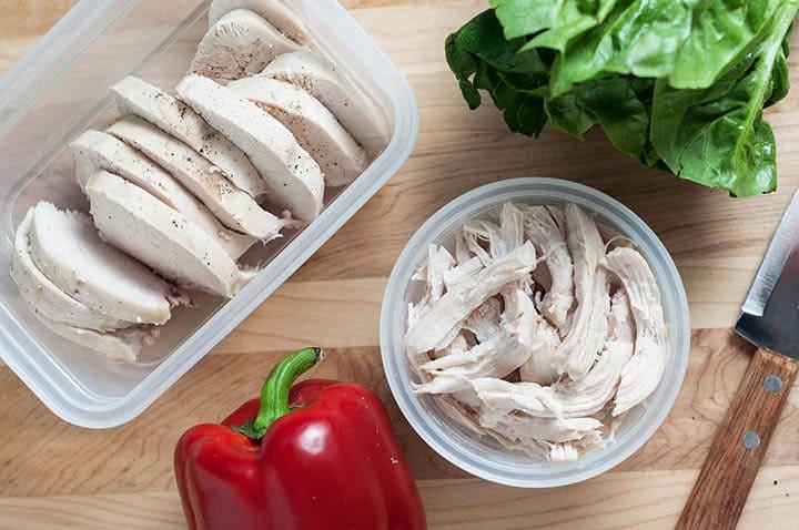 Ức gà luộc là món ăn đơn giản, giúp giảm béo nhanh chóng