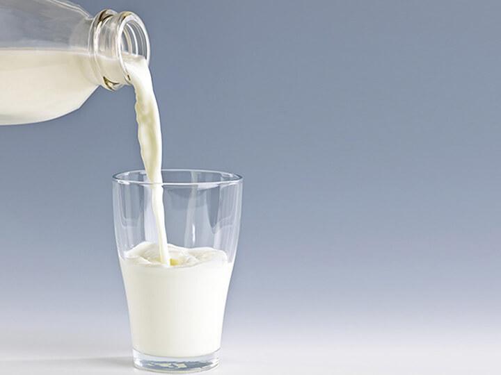 Uống sữa tươi tách béo trước khi đi ngủ giúp giảm cân hiệu quả