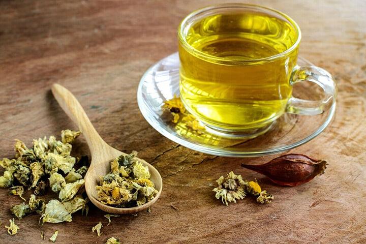 Uống trà hoa cúc rất tốt cho sức khỏe và cân nặng của bạn