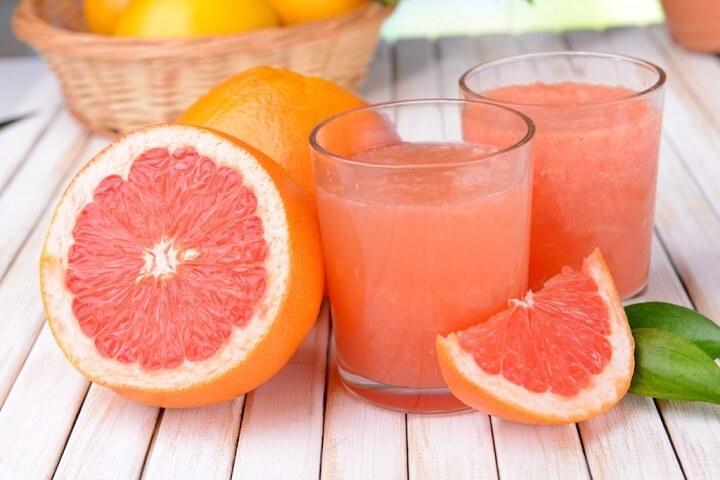 Nước ép bưởi giàu vitamin C giúp đốt cháy mỡ bụng nhanh chóng