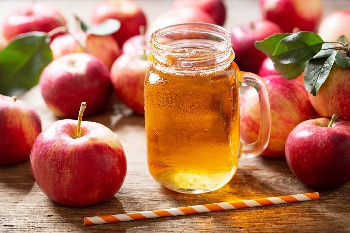 Mỗi ngày nên uống ít nhất 2 ly nước ép táo để giảm mỡ bụng