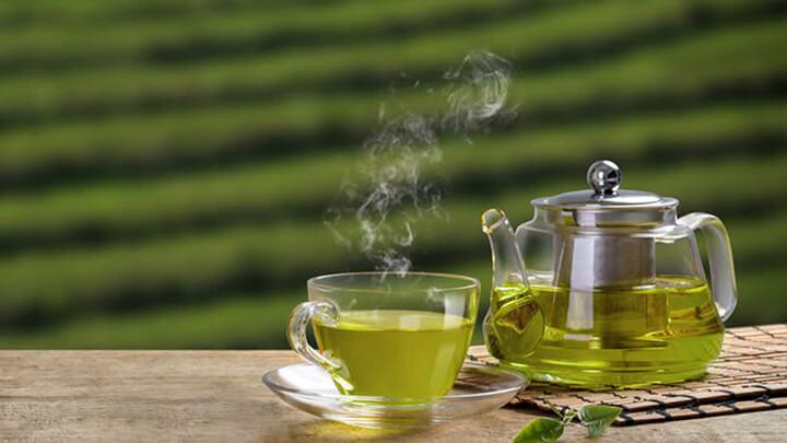 Uống trà xanh đúng cách giúp bạn có vòng eo thon gọn