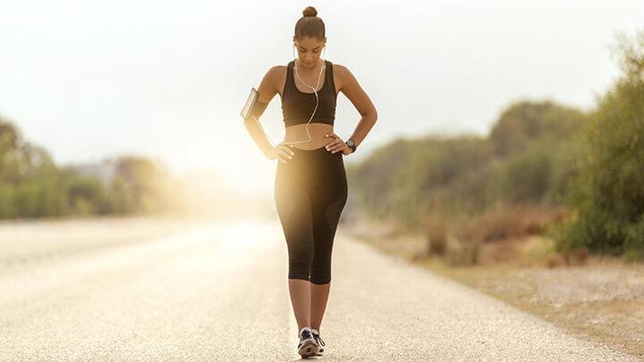 Tốc độ đi bộ trung bình của con người trung bình khoảng 5,0 km/h