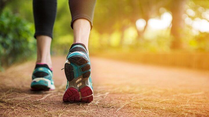 Đi bộ có to chân không là điều nhiều người băn khoăn