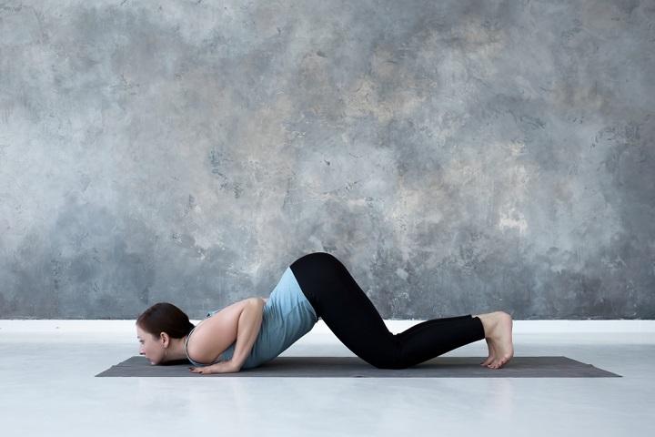 Tư thế gối cằm ngực khiến các cơ trên toàn bộ cơ thể được vận động