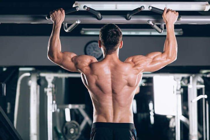 Bài tập Wide-Grip Pull-Ups giúp cơ vai sau phát triển