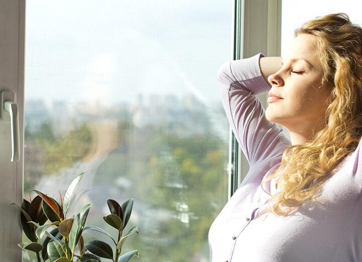 Nhờ chú trọng vào hơi thở nên tác dụng của Yoga Flow là giúp bạn hô hấp tốt hơn