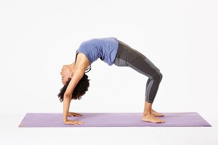 Tư thế cây cầu có tác dụng giảm cân, giảm bụng, tăng cường sức mạnh phần lưng hiệu quả.