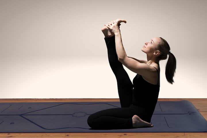 Tư thế con cò là bài tập khó, phù hợp với các chị em có kinh nghiệm tập Yoga