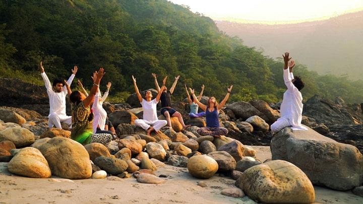 Câu lạc bộ những người tham gia yoga suối nguồn tươi trẻ