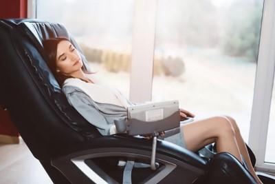 Bà bầu có nên ngồi ghế massage? Chuyên gia giải đáp