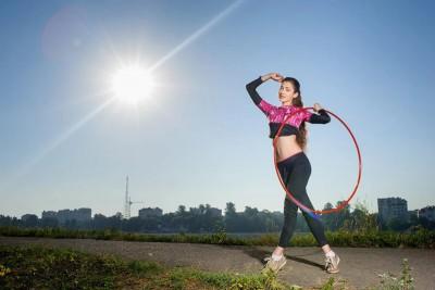 Lắc vòng có giảm mỡ bụng không? 10 bài tập hiệu quả tại nhà
