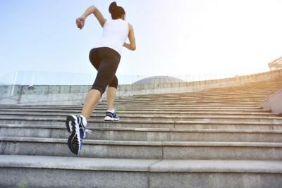 5 lợi ích từ việc leo cầu thang tốt cho sức khỏe tim mạch