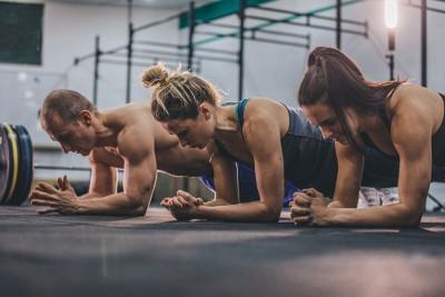 Nên tập Plank vào thời gian nào trong ngày là tốt nhất? HLV chia sẻ