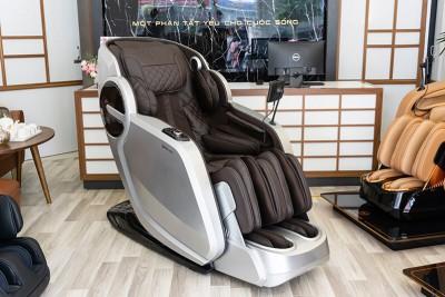 So sánh massage truyền thống và dùng ghế massage toàn thân