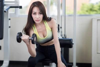 [TOP] 9 bài tập cơ tay trước tại nhà tốt nhất cho nam và nữ