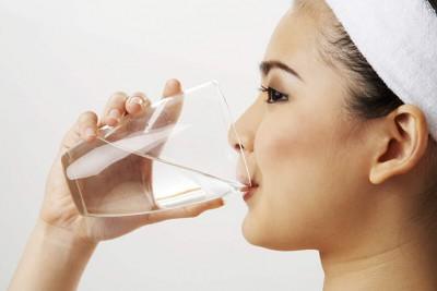 Cách uống nước muối buổi sáng giảm cân NHANH - HIỆU QUẢ